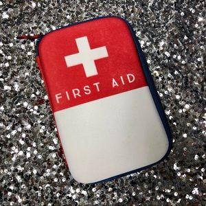 🖤 First Aid case